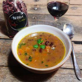 Soupe de haricots rouges et légumes d'Hiver