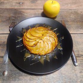 Tarte fine aux pommes et caramel au beurre salé.